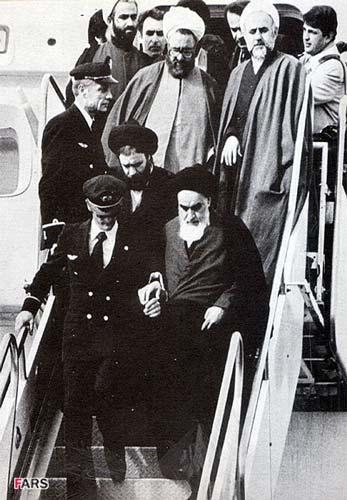 ورود امام به فرودگاه مهرآباد در بهمن 1357