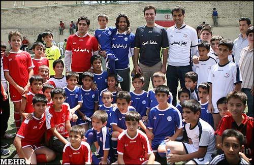 تصاویر: فوتبال خیریه فردوسیپور با کودکان یتیم