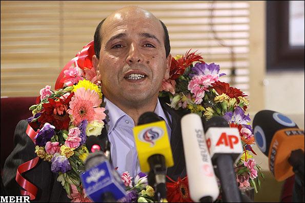 عكسهای علی وکیلی راد پس از آزادی از زندان فرانسه