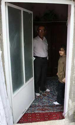 تصاویر: دختر مغناطیسی در قزوین
