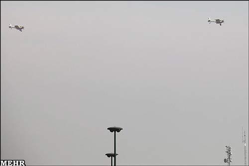 عکس, تصویر, عکس های آبپاشی آسمان تهران برای کاهش آلودگی هوا