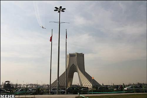 عکس های آبپاشی آسمان تهران برای کاهش آلودگی هوا