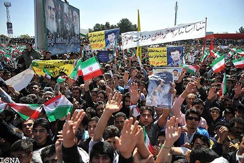 تصویر استاندار  دوم   خردادی  در مقابل احمدی نژاد؟