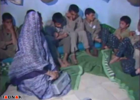 تصاویر؛ نوجوانی که غیرتش، زن خبرنگار را مجبور به حفظ حجاب کرد+فیلم
