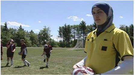 محرومیت یک داور کانادایی به دلیل حجاب