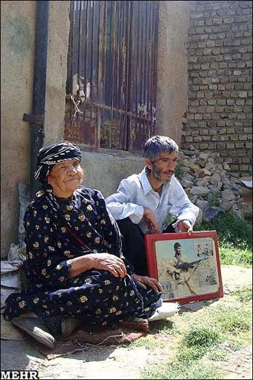 هوشنگ سواری و مادرش