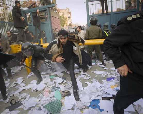 روایت یک انگلیسی از علت حمله به سفارت این کشور