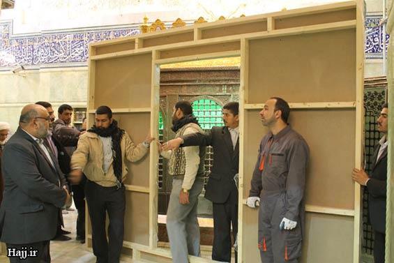 227666 774 - تصاویر: آغاز نصب ضريح جديد امام حسين(ع)