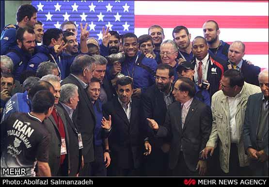 عکس/ شوخی کشتی گیران امریکایی با احمدی نژاد