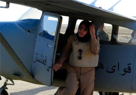خلبان زن افغان