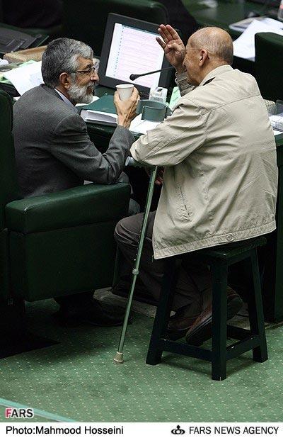 چهارپایه حداد عادل در مجلس