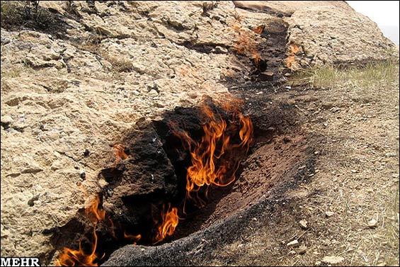 219250 109 - چاهی که به جای آب «آتش» میدهد +عکس