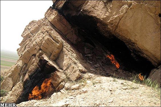 219251 709 - چاهی که به جای آب «آتش» میدهد +عکس
