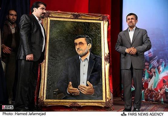 عکس: احمدی نژاد تابلو شد