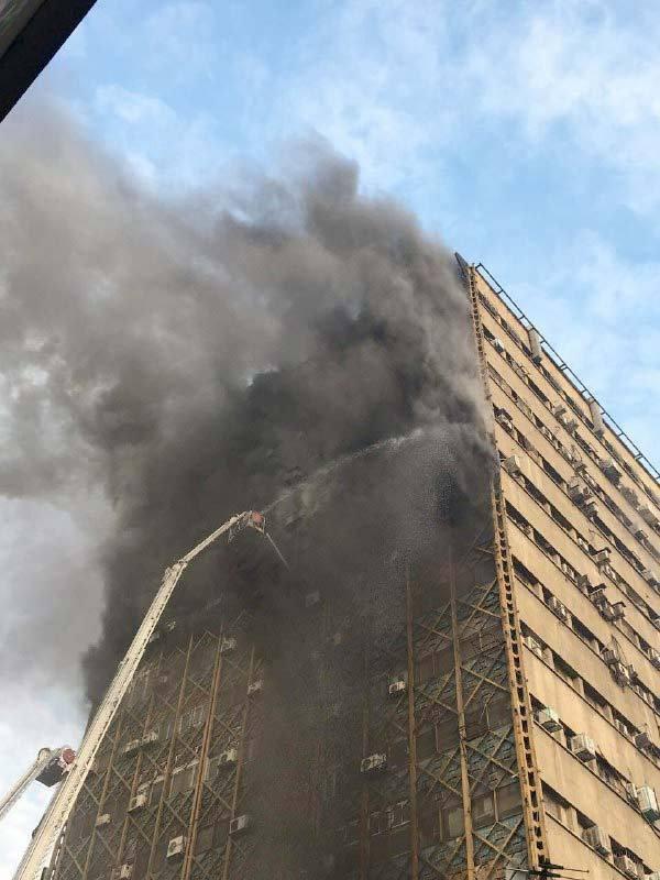 (تصاویر)آتشسوزی گسترده در ساختمان پلاسکو چهار راه استانبول تهران
