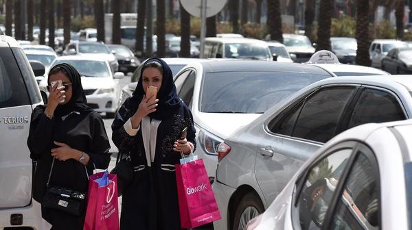 از «خودنمایی دلار در مرز ۴ هزار تومان» تا «بازارگرمی رنو برای زنان عربستانی»