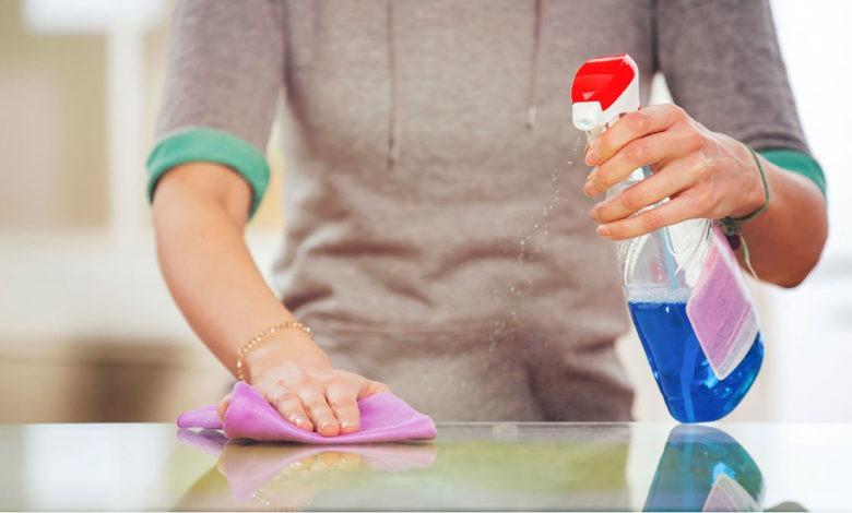 آیا پاشیدن الکل روی سطح بدن باعث از بین رفتن ویروس کرونا از روی پوست می شود؟ / حتما بخوانید
