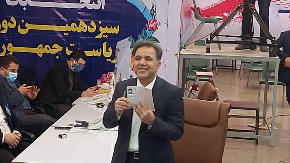 «علی لاریجانی» آمد/ «محسن هاشمی» اولین ثبتنام روز آخر/ تیم حفاظت رئیس قوه قضاییه در وزارت کشور مستقر شد/ «عباس آخوندی» و وزیر احمدینژاد هم کاندیدا شدند