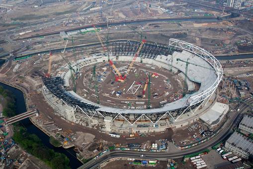 (2 از 4) تصویر تکمیل مرحله به مرحله تکمیل ورزشگاه اصلی المپیک لندن، آوریل 2009 AP Photo/Anthony Charlton/ODA