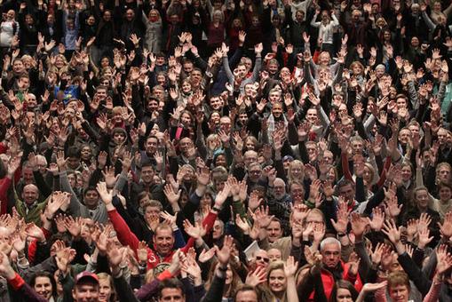 لندن برای برگزاری هرچه بهتر المپیک از مردم و نیروهای داوطلب هم بهره می جوید. تصویر یکی از گرد همایی های داوطلبان انجام امور اجرایی در المپیک 2012 است که در ورزشگاه ومبلی گرد هم آمدند. Peter Macdiarmid/Getty Images
