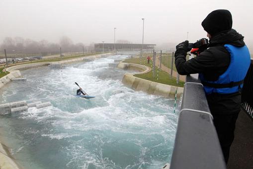 ایجاد رورخانه با موج های مصنوعی به منظور رشته قایق رانی در آبهای خروشان AP Photo/Sang Tan