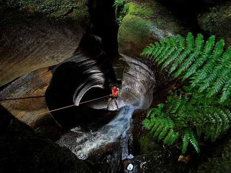 صخرهنوردی در سیاه چالهای در استرالیا Carsten Peter