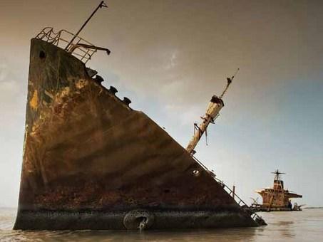 تانکر نفت غرق شده، خلیج فارس Thomas P. Peschak