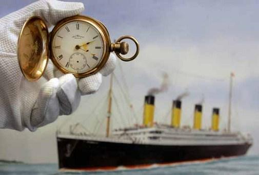 یک ساعت جیبی طلایی از جمله معدود وسایل بازمانده از کشتی غرق شده تایتانیک Kirsty Wigglesworth Associated Press