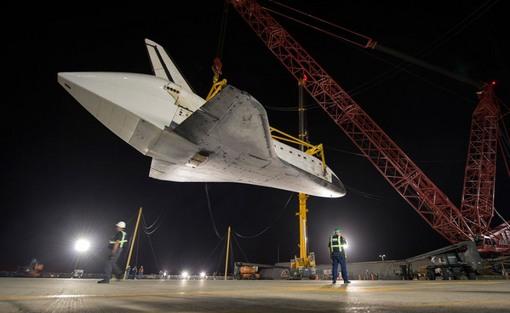 جدا سازی اندیور از هواپیمای حاملش؛ پایان سفرهای اندیور! (AP Photo/NASA, Bill Ingalls)