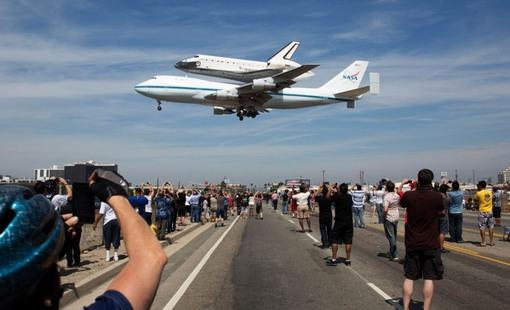 آخرین فرود اندیور (AP Photo/NASA, Matt Hedges)