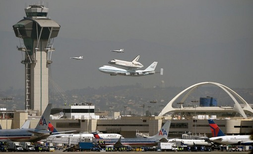 لحظاتی قبل از فرود در فرودگاه لس آنجلس (Reuters/Gene Blevins)