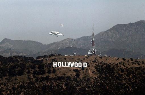 چرخش بر بالای تپه هالییود برای مهیا شدن فرود. (Reuters/Mario Anzuoni)