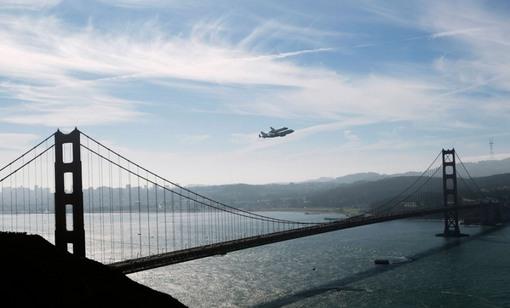 بیست و یکم سپتامبر، پرواز بر فراز پل معروف گلدن گیت در سانفرانسیسکو (Reuters/Robert Galbraith)