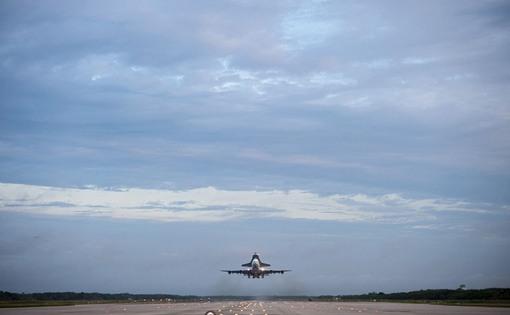 لحظه آغاز سفر (تیک آف) ایندیور از فرودگاه مرکز فضایی کندی (NASA/Tony Gray and Robert Murray)