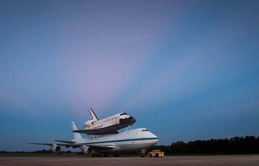 هجدهم سپتامبر سال 2012 - قرار است که فردا صبح زود آغاز سفر ایندیور باشد. (AP Photo/NASA, Bill Ingalls)