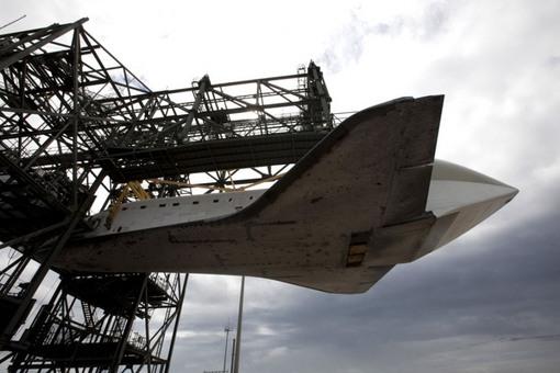 ایستگاهی که در آن شاتل فضایی را بروی هواپیمای ویژه حمل آن متصل خواهند کرد. (NASA/Kim Shiflett)