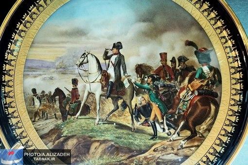 ظرف منقش به یکی از جنگهای ناپلئون (امپراتور اول فرانسه)که به ناصرالدین شاه هدیه شده