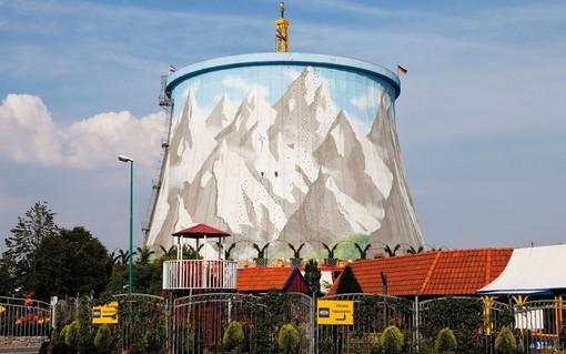 دسلدورف، آلمان<br /><br /> برج خنک کننده نیروگاه اتمی دسلدورف مدت هاست که به پارک بزرگی در المان تبدیل شده است.