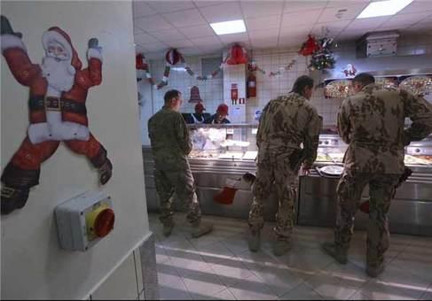 سربازان ناتو در پایگاه نظامی در کابل افغانستان