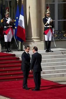 روز یکشنبه، هفدهم اردیبهشت ۱۳۹۱ (ششم می ۲۰۱۲) روزی بود که فرانسه پس از ۲۴ سال، بار دیگر یک سوسیالیست را رئیس جمهور خود میدید. انتخابات فرانسه، دومین انتخابات مهم سال ۲۰۱۲ بود که با شکست نیکولاسارکوزی همراه شد تا فرانسوا اولاند به عنوان نامزد حزب سوسیالیست، بتواند در لباس رئیس جمهور جدید این کشور، وارد الیزه شود.
