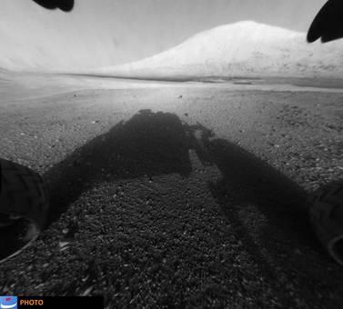 مریخنورد کنجکاو، هماکنون در گودال گیل نزدیکی خط استوا مریخ، در حال کاوش است. این کاوشگر، پیچیدهترین کاوشگری است که سازمان فضایی آمریکا، ناسا، به سیاره سرخ فرستاده است. این مریخنورد در تاریخ ۲۶ نوامبر ۲۰۱۱ توسط ناسا، سازمان فضایی آمریکا به مقصد مریخ پرتاب شد و نزدیک هشت ماه بعد در ششم اوت ۲۰۱۲ (۱۶ مرداد ۱۳۹۱) بر روی سطح این سیاره فرود آمد. مأموریت این مریخ نورد هنوز به پایان نرسیده و همچنان در حال کاوش بر سطح مریخ است.