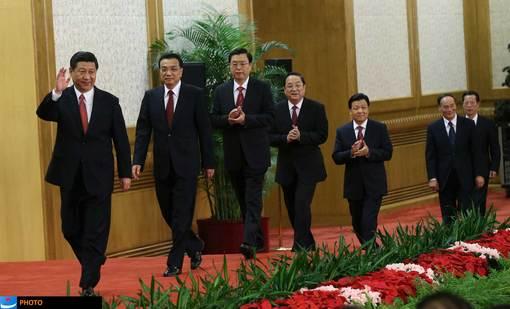 اواسط ماه نوامبر بود که کنگره سالانه حزب کمونیست چین در پکن آغاز به کار کرد؛ کنگرهای که مسئولیت مهم انتخاب رهبران جدید چین را به عهده داشت و سرانجام پس از چند روز، «شی جین پینگ» را به سمت رئیس جمهور جدید این کشور برای یک دوره ده ساله برگزید. وی در نخستین سخنرانی خود پس از انتخاب به این سمت، اولویت خود را بهبود بخشیدن به اوضاع اقتصادی چین دانسته است.