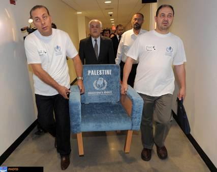 روز سیام نوامبر ۲۰۱۲ میلادی (دهم آذر ۱۳۹۱) روز بزرگی برای مردم فلسطین به شمار میآید. در این روز و پس از مدتها کش و قوس، اعضای سازمان ملل متحد به ارتقای وضعیت فلسطین در این سازمان به «کشور غیرعضو ناظر» رأی مثبت داد. این تصمیم با واکنشهای فراوانی همراه بود، ولی هیچ کدام نتوانست جای شادی بزرگ ملت فلسطین را بگیرد.