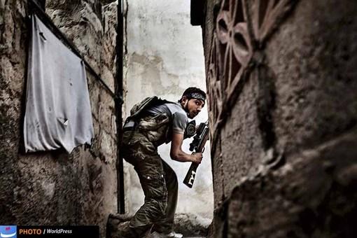 یکی از اعضای ارتش مخالفان در قاب دوربین فابیو بوکارلی جا گرفته و او را در جمع یکی از برگزیدگان جایزه ورد پرس امسال قرار دارد.