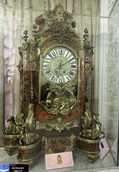 ساخته شده از لاک لاک پشت در قرن 18 - از فرانسه وارد ایران شده و موضوع اسطوره آپولون (خدای خورشید در یونان باستان)