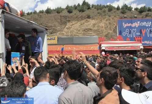 عدم هماهنگی و مدیرت صحیح توزیع بستنی در روز ثبت جهانی آن در تهران